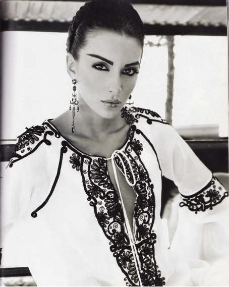 Gabriela Malos, #Romanian top model from Moldavia wearing a #RomanianBlouse #LaBlouseRoumaine