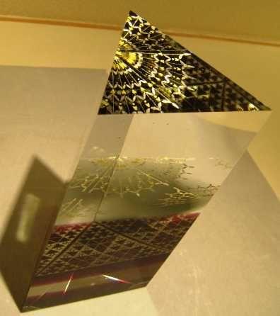 Glass art with gold leaf by Akane Yamamoto