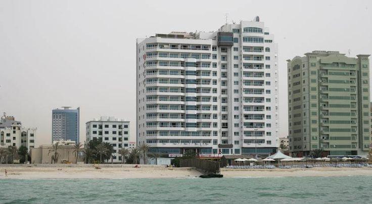 Отель Ramada Beach Ajman расположен в 25 минутах езды от Дубайского аэропорта, в 10 минутах езды от центра Шарджи, в 1 минуте ходьбы от пляжа. #пляж  К услугам гостей отеля Ramada Beach Ajman пляж, крытый бассейн и тренажерный зал. Бесплатный Wi-Fi предоставляется в зонах общего пользования. #ОАЭ  В отеле: 107 номеров. В номерах: спутниковое телевидение, шкаф, принадлежности для чая/кофе, ванная/душ, бесплатные туалетно-косметические принадлежности, фен, сейф, балкон. #Дубаи