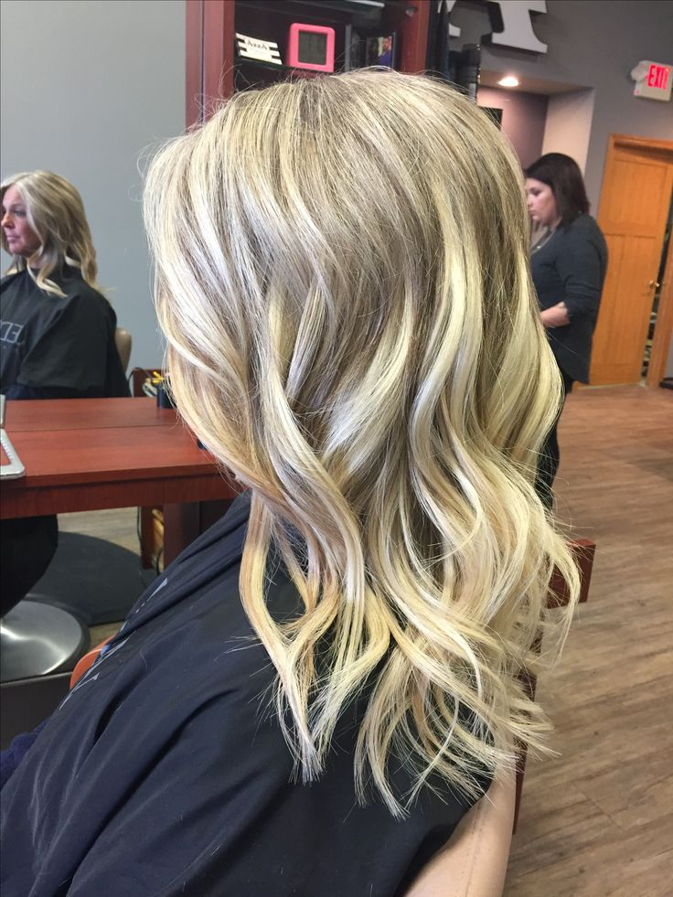 Blonde highlights + Donna Bella Hair Extensions #extensions #donnabellahair #blonde #hair #beachwaves