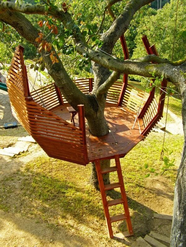 superbe terrasse dans les arbres ...