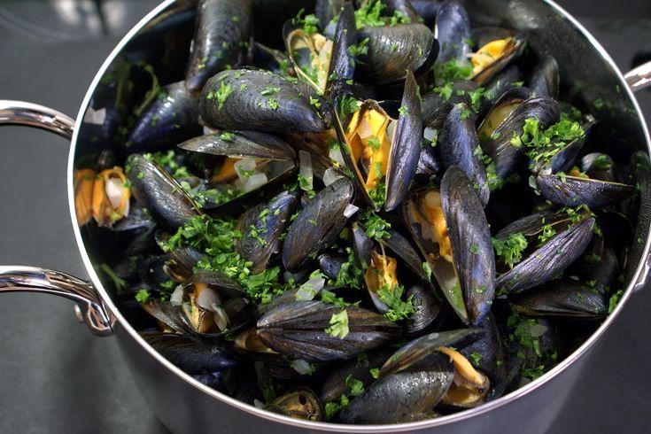 Moules marinière. Les moules de la braderie de Lille.. La recette par Chef Simon.