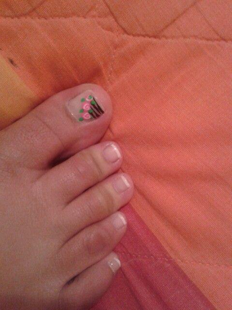 Uñas de los pies, decoradas con rosas