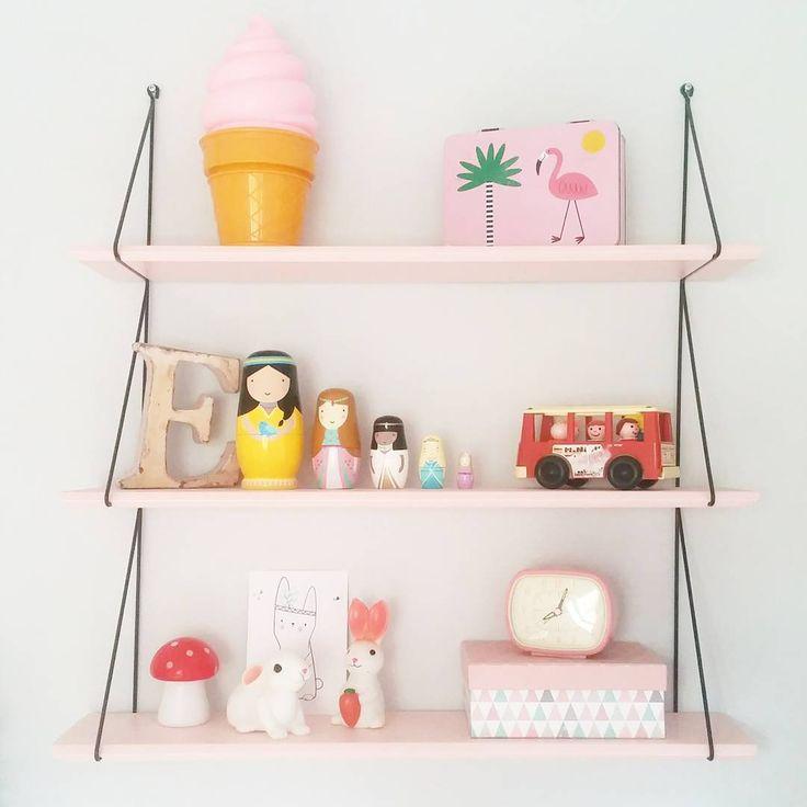 Un peu de déco ! Y'avait longtemps ... Les nouvelles poupées russes de Lily font fureur ! #matriochka #poupeesrusses #sketch #sketchincforluciekaas #psikhouvanjou @souslesetoilesexactement #nantes #deco #string #etagere #pink #room #kidsroom #lily #eleonore #greenandpaper #fisherprice #bus #oldschool #vintage #laboutiquedelouise #paris #flamingo #veilleuse #lapin #maisondumonde #boite #reveil #smallable  #Regram via @clemouillettte