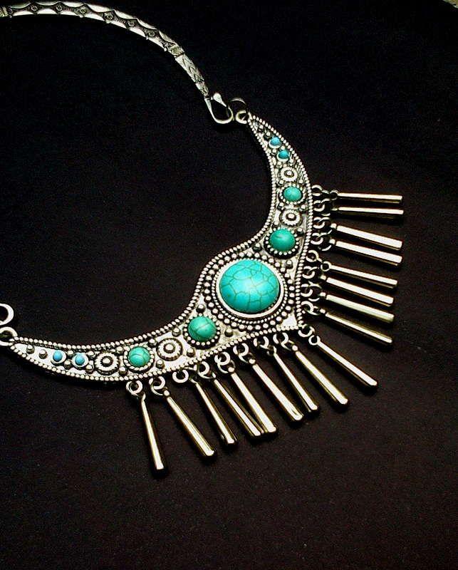 Maxi colar boho prateado e azul turquesa