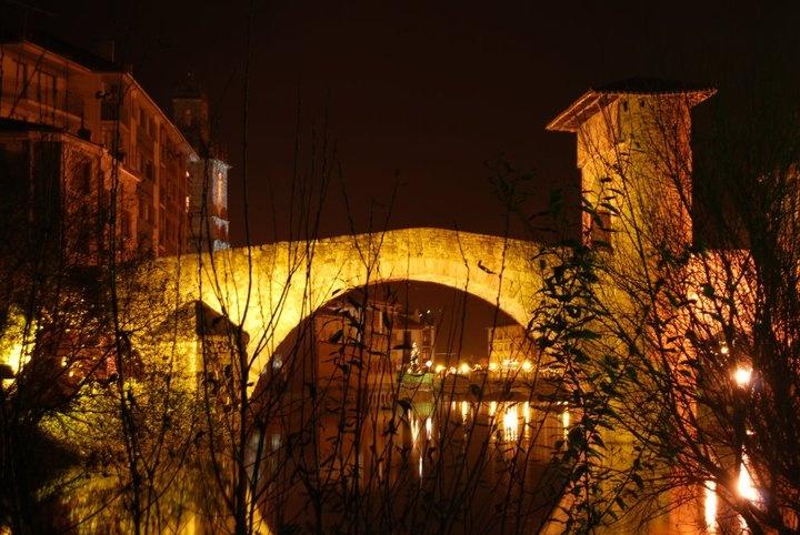 Puente Medieval de Balmaseda. Si por el día impresiona, por la noche enamora.