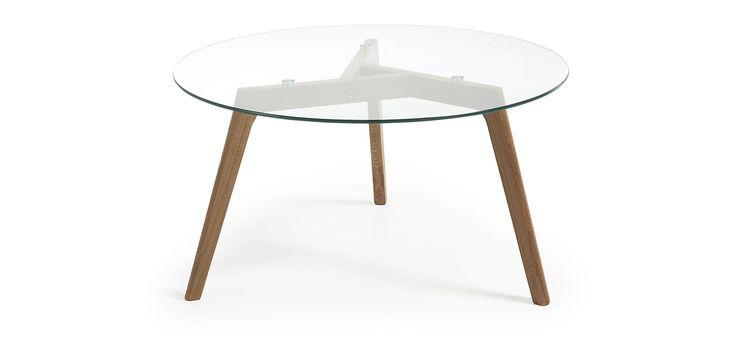 Table basse avec pieds en chêne américain et platteau en verre trempé.