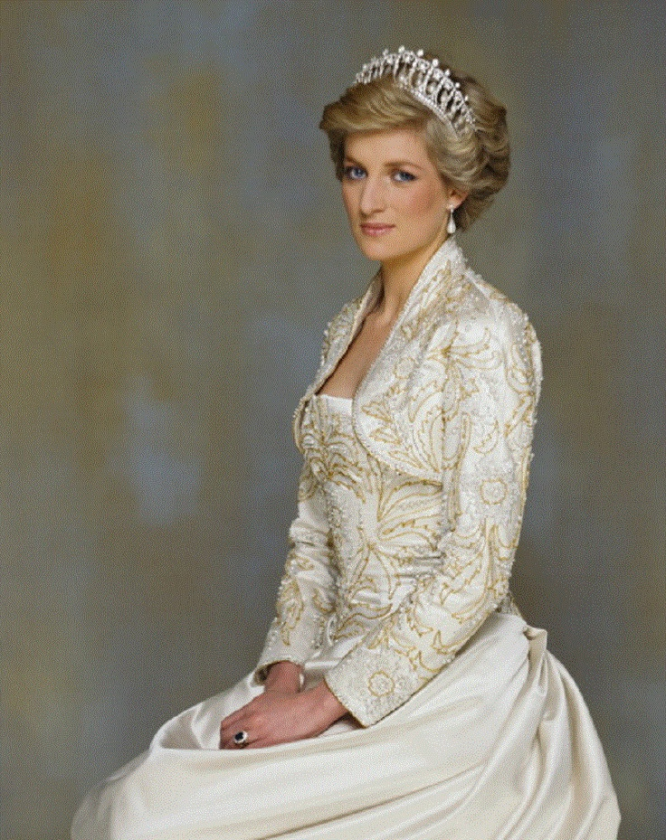 Princess Diana of Wales, wearing a Victor Edelstein dress with matching bolero and a diamond tiara and pearl earrings, 26th Feb 1990. She was just beautiful!!