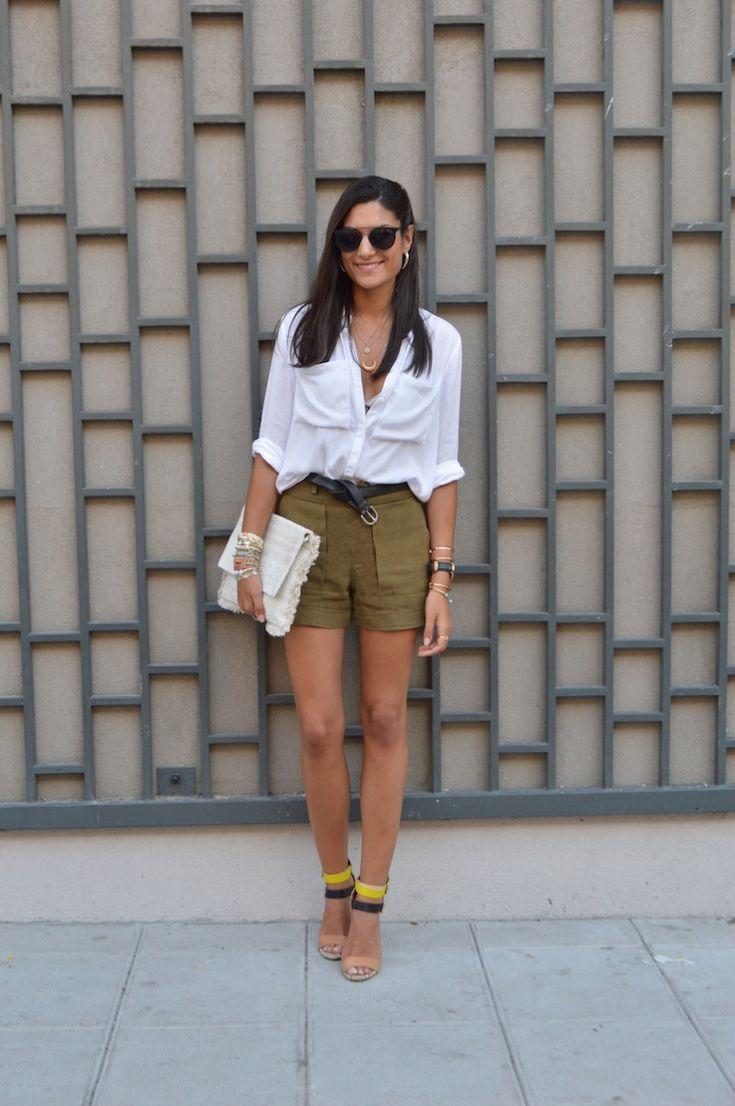 short kaki, chemise beige frange noir