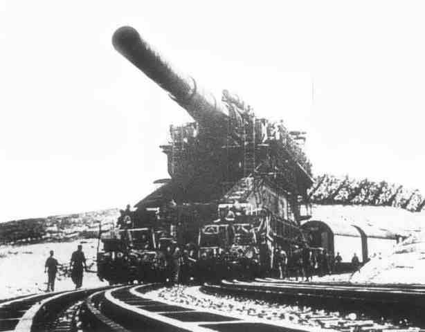 Schwerer Dora railgun. Using a curved run of track laid for the express purpose of firing the massive gun. This is how it was aimed left and right.