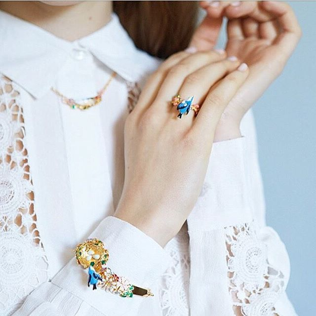 🌿 :: The Hedgerow Story :: 💙🌿 .  .  .  #BillSkinner #hedgerow #fashion #bluebird #lace #fashionshoot #fashionphotography #ss17 #enamel #craft #photography #jewellerylovers #birds #birdjewellery #floral #design #style #handpainted