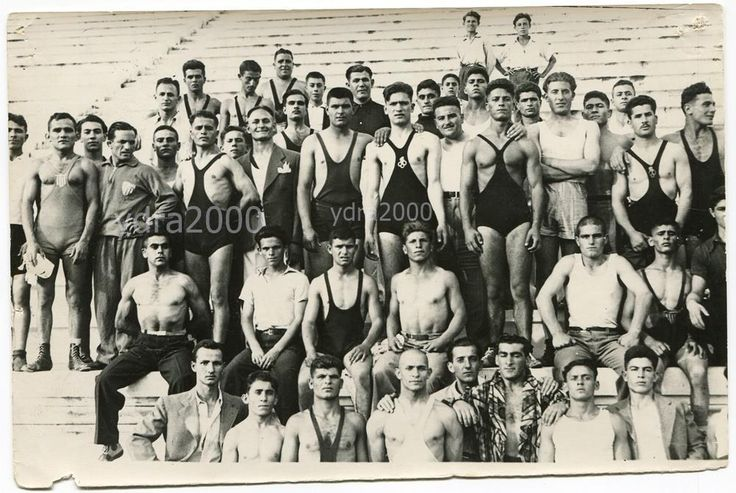 GREECE NATIONAL WRESTLING TEAM WRESTLERS ORIGINAL PHOTO STADIUM