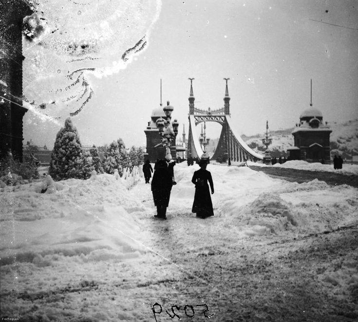 1907 decemberében különösen erős havazás sokkolta az országot, hogy a tömegközlekedés megszűnt. Fortepan/Index