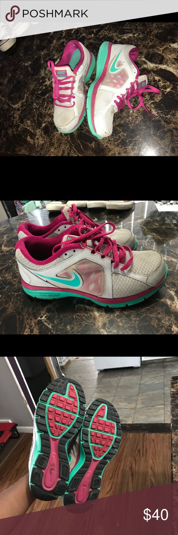 NIKE Dual Fusion Run Sneakers 👟👟 ✨✨ Perfect running sneakers!! VERY COMFORTABLE, little bit of skuff marks on the front but nothing too crazy. Great deal !! ✨✨ Nike Shoes Sneakers