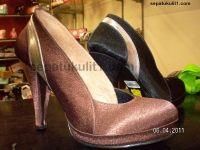 Katalog sepatu wanita ini kami persembahkan bagi anda, para wanita modis. Kami siap membuat sepatu sesuai model pesanan anda.