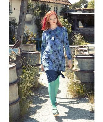 """Gudrun Sjödén Tunika """"Mjau"""" aus Micromodal/Elasthan Bedruckte Tunika mit langen Ärmeln, durchgehender Knopfleiste und praktischen Seitentaschen. Das vielseitige Modell passt prima zu Hosen und Röcken und lässt sich offen auch als Jacke tragen."""