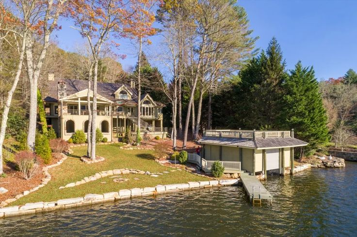 12 beautiful lake houses you can rent on airbnb lake