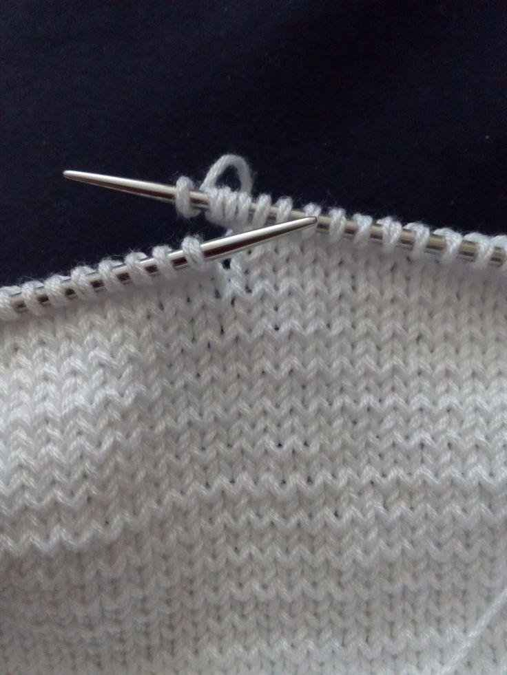 Pelele Blanco primera postura Esta prenda es.... todo un reto. A partir de una foto tomada de internet de la página de...