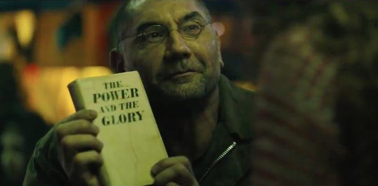 Blade Runner 2 :「ブレードランナー 2049」の前年2048年を舞台にして、バティスタが演じるレプリカントのサパーの人間らしさを紹介し、切ない気持ちにさせる前日譚のショート・フィルム「どこにも逃げ場はなし」をご覧下さい ! ! - グレアム・グリーン著の「権力と栄光」は、レプリカントのサパーが共感して、納得ができる愛読書だったようです!! | CIA Movie News | Ana de Armas, Benedict Wong, Blade Runner 2049, Columbia, Dave Bautista, Denis Villeneuve, Harrison Ford, Jared Leto, Luke Scott, News, Ridley Scott, Robin Wright, Ryan Gosling, Sylvia Hoeks, Warner Bros - 映画 エンタメ セレブ & テレビ の 情報 ニュース from CIA Movie News / CIA こちら映画中央情報局です
