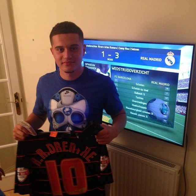 Royston Drenthe invites Reading fans for FIFA 14 tournament at his house