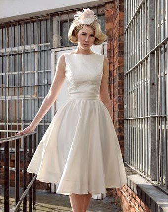 Vestidos de noiva curtos simples acinturados - Fotos