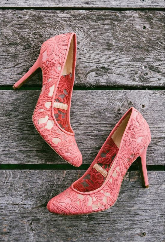 coral wedding shoes @weddingchicks