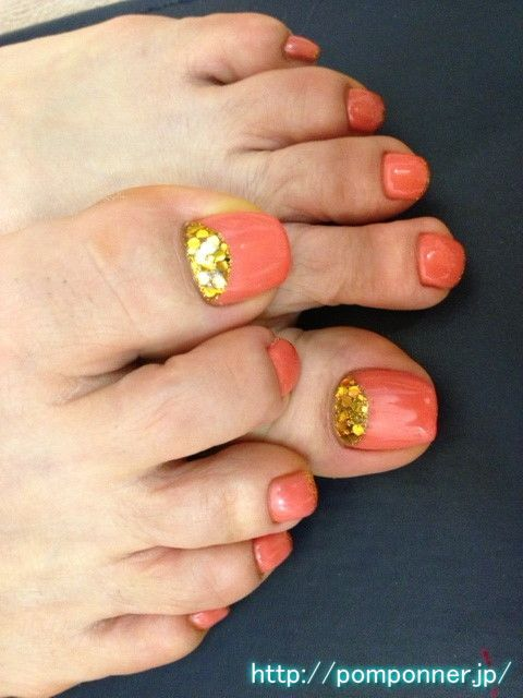 Paint the entire nail foot of Coral Orange コーラルオレンジの全体塗りフットネイル