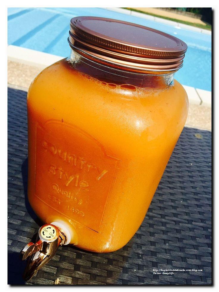 Recette N°613 Ingrédients: 50 cl de rhum blanc 20 cl de sirop de sucre de canne 1.3 litre de jus d'orange 1 litre de jus de mangue 1 litre de jus d'ananas 1 cuillère à soupe d'extrait de vanille 1 cuillère à café rase de noix de muscade râpée 1 cuillère...