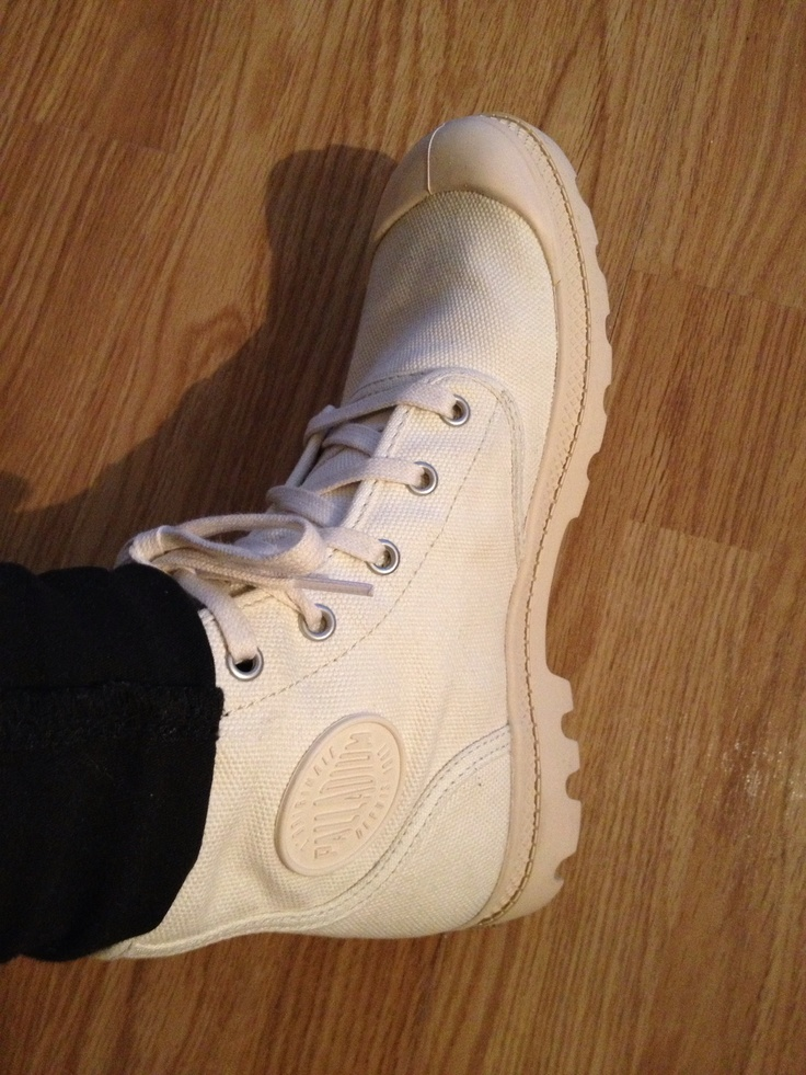 New Palladium boots in beige/white