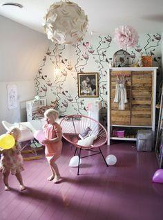 kinderkamer met paarse vloer