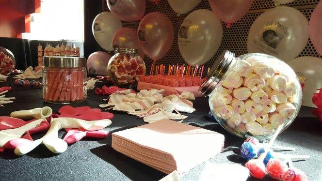 El Candy Bar  esta tomando papel importante en todas las celebraciones, existen diversas empresas que se dedican a esto pero es tan fácil que tu mismo podrías hacerlo simplemente con ganas, buenas materias primas e imaginación. Iremos dando varias ideas!