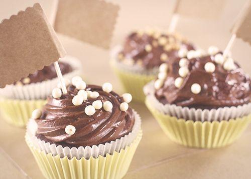 Cupcake czekoladowy z frostingiem kakaowym