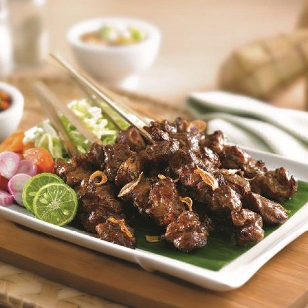 tegals satay Indonesian food. This material satay tegal only 500 grams diced goat meat (including lard).
