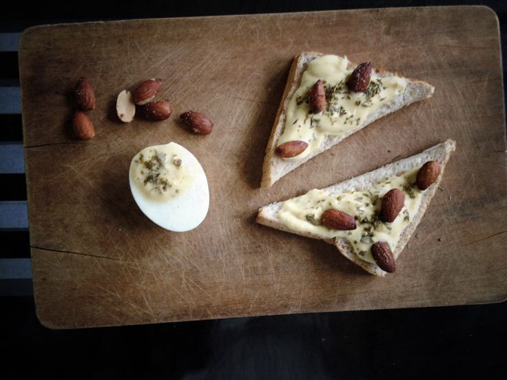 DIY Bring-Me-Brown Almond Sandwich ©WOW  o wholewheat bread o bread spread (boiled yolk, with natural yoghurt, salt, lime juice &  Italian mixed herbs) o almonds