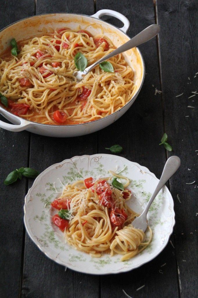 Alt i en gryte spaghetti er akkurat det det høres ut som,en pastarett som lages med kun en gryte. Oppskrift og fremgangsmåte finner du her på Mat på Bordet.