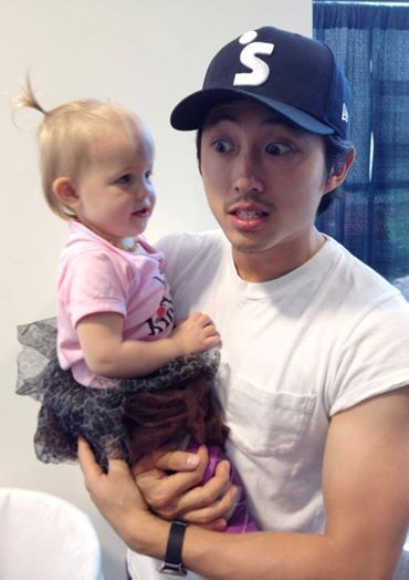 """Steven and the little girl that plays """"Judith"""". this is freakin adorable! 