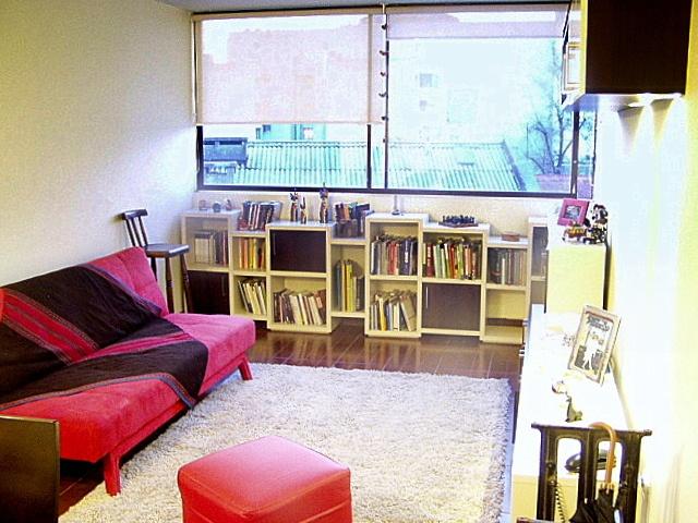 Mueble en melamina engrosada.  Puertas melamina y tiradores metalicos