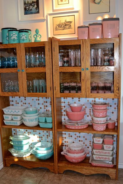Vintage Pyrex... this collection is most impressive! <3