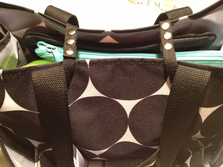 Want some closure with your thirty one organizing utility tote? Just use two pocket-a-totes and snap across the top! Extra storage and a bag that closes!