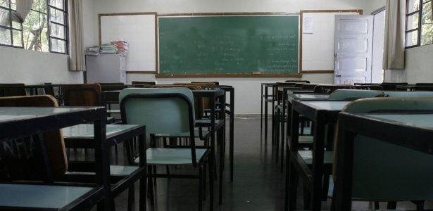 A rede estadual de ensino de São Paulo registrou a exoneração de 9.279 professores entre janeiro de 2011 e junho de 2015. Esse número representa a saída de...