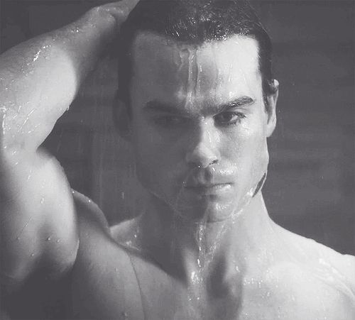 TVD-Damon-Salvatore-Shower