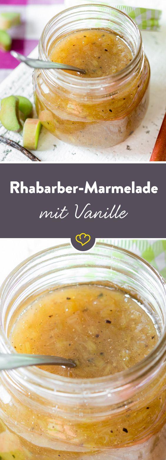 Es geht nichts über selbstgemachte Marmelade! Und erst recht nicht, wenn frischer Rhabarber drin steckt. Ein Löffelchen hier, ein Löffelchen da und zack – schon ist das Glas leer. Wie gut, dass du für den fruchtig-säuerlichen Brotaufstrich weniger als 30 Minuten brauchst – da lässt der Nachschub nicht lange auf sich warten.