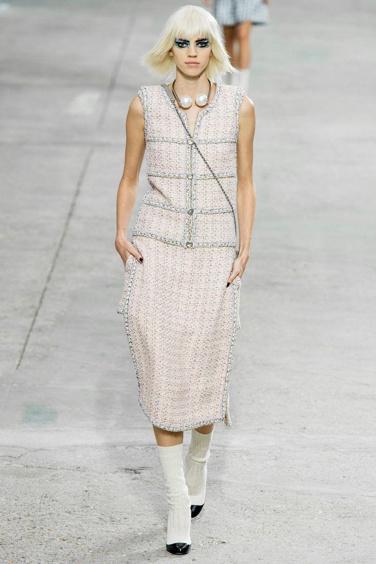 Chanel Spring 2014 Ready-to-Wear Fashion Show - Devon Windsor (IMG)