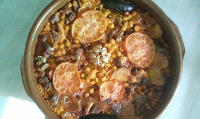 Plato típicode la Comunidad Valenciana. Se elabora en cazuela de barro y se cocina en el horno. Buenísimo !! INGREDIENTES: 4 tacitas de arroz (un poco más de un vaso), 8 tacitas de caldo de...