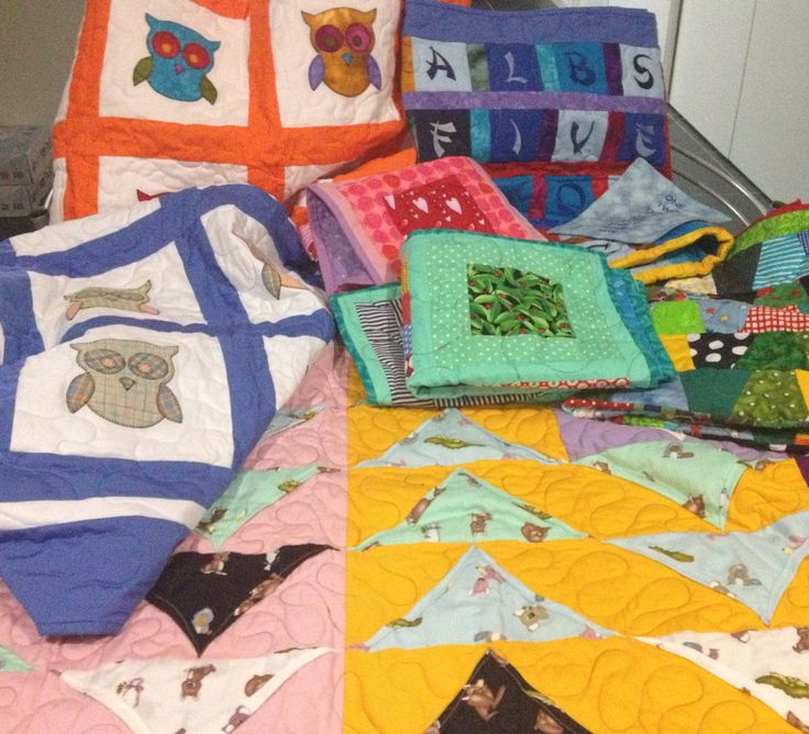 Look at all the finished quilts ready for a forever home. Come and see them or choose one of many others available at Byndees Pre-cuts  #eumundisquaremarkets Also food net covers that didn't make the photo will be there, fantastic different and #handmade gifts for Christmas. www.byndees-precuts.com #eumundisquaremarkets #iloveeumundimarkets #handmadequilts #foodnetcover #visitnoosa #brightquilt #jellyrolls #sunshinecoast #handmade #handmadeonsunshinecoast #fabric #patchwork #quilting…