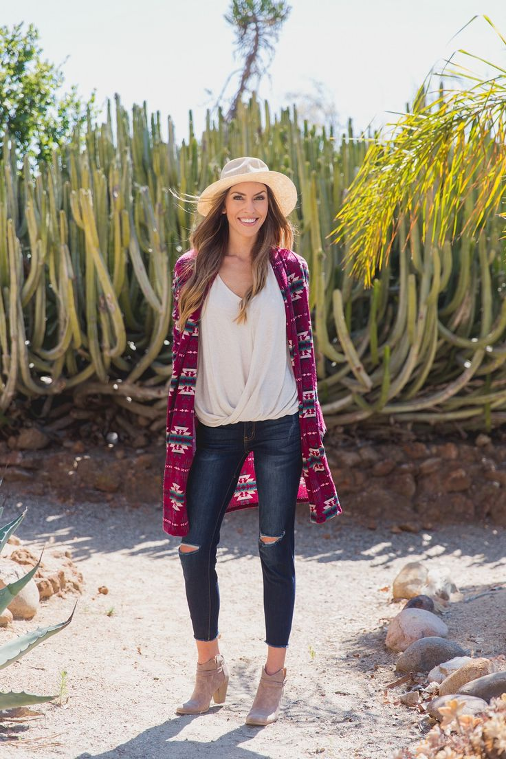 Stay warm and trendy with to oh so gorgeous tribal print maternity cardigan. The beautifully hued cardigan features tribal print that is on trend for this season. Style this for a casual day out with your favorite maternity jeans and flats.