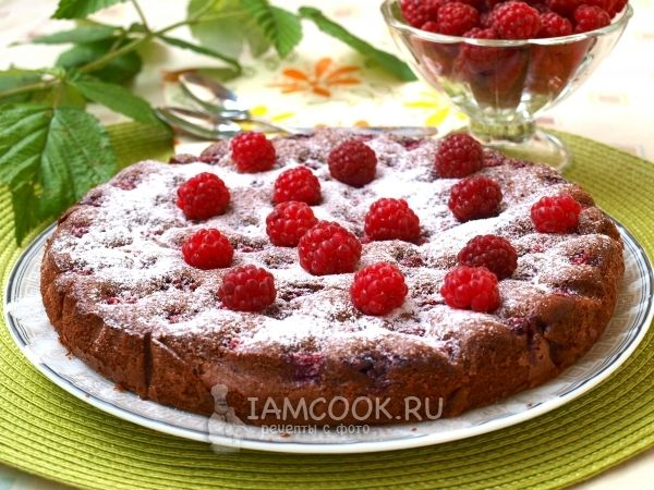 Фото малинового пирога с какао