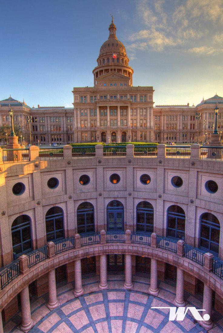 Berwisata di dalam kota juga bisa Anda lakukan ketika berada di Austin, Texas. Di kota ini Anda dapat mengunjungi tempat indah dan juga bersejarah yaitu Texas State Capitol. Gedung pemerintahan ini adalah gedung perkantoran negara tertua yang juga menjadi kantor Gubernur Texas. Anda dapat menjelajahi sudut-sudut dan ruangan di bangunan yang sudah berdiri sejak tahun 1888 ini. Area kompleks gedung Capitol sendiri terdapat beberapa bangunan seperti perpustakaan, governer mansion dan area taman…
