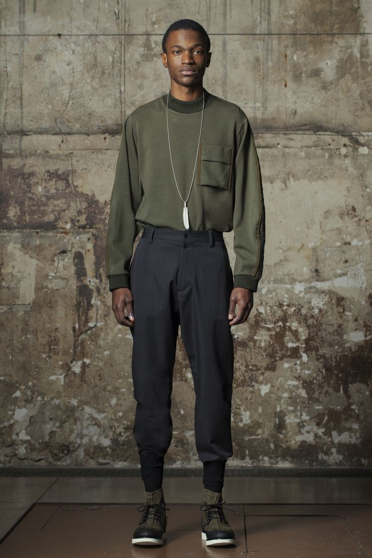 See the complete OAMC Fall 2016 Menswear collection.