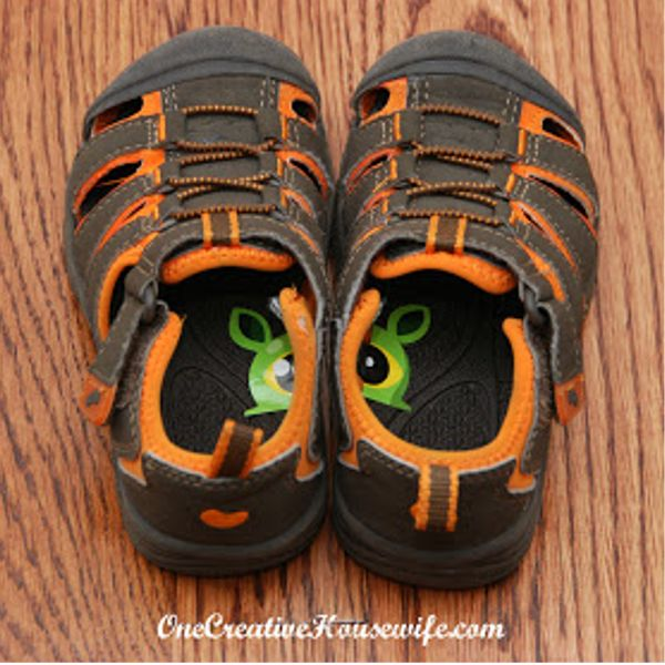 50+ Insanely, Brilliant Parenting Hacks: use stickers to help kids get their shoes on the right feet.
